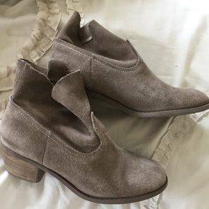 Carlos Santana suede ankle boots tan